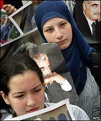 Anti-Syrian demonstrator with a picture of Rafik Hariri