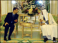 Syrian President Bashar al-Assad (l) with Saudi Crown Prince Abdullah bin Abdul Aziz