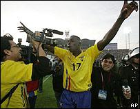 El jugador ecuatoriano Giovanni Espinosa celebra su ingreso al mundial 2006.