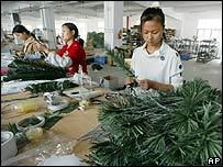 Fábrica de árboles de navidad en China