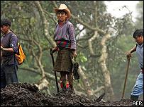 Tres indígenas en Panabaj se unen a la búsqueda de sobrevivientes