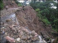 Una carretera destru�da en el interior de Guatemala