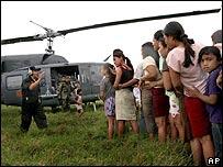 Helic�ptero y damnificados