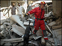 British rescuer in Muzaffarabad