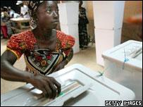 Liberian woman posts her ballot paper