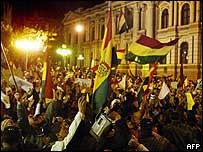 Una manifestación en apoyo al presidente Mesa para que no renuncie