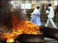 Neumáticos encendidos en El Alto en protesta contra el gobierno