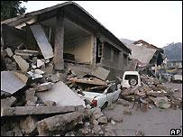 Destrucción causada por un terremoto en Muzaffarabad, la capital de la Cachemira administrada por Pakistán.