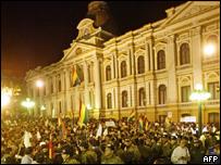 Manifestaci�n de apoyo a Mesa frente al Palacio Presidencial de La Paz