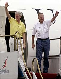 Clinton and Bush arrive in Colombo