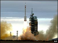 Shenzhou VI during lift-off - 12/10/05
