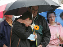 Relatives and friends of victims remember those who lost their lives, at a memorial service in Sydney, 12 October 2005
