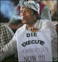 Man demanding the execution of convicted Bali bombers