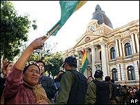 Manifestante frente al Congreso de Bolivia