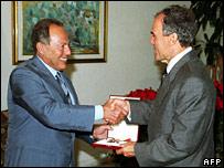Ghazi Kanaan (r) receives the National Order of the Cedar from Lebanese President Emile Lahoud