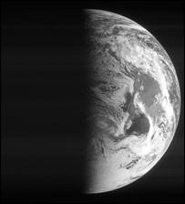 Rosetta pictures the earth (Esa)