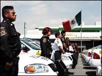 Agentes de policía de Nezahualcóyotl, México (foto: Alcaldía de Nezahualcóyotl).