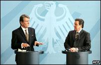 Виктор Ющенко и Герхард Шредер на совмесной пресс-конференции 9 марта, 2005 года