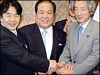 Junichiro Koizumi, right, congratulates Heizo Takenaka, left, and Toranosuke Katayama - 14/10/05