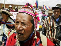 Peasants arrive to El Alto, near La Paz, during a march