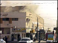 Office of the Iraqi Islamic Party on fire on Falluja, in Iraq
