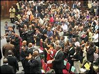 Jesse Jackson gets standing ovation as he enters hall