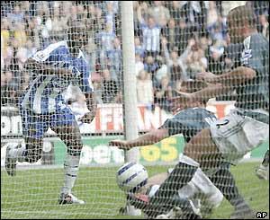 Jason Roberts scores for Wigan