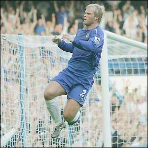 Eidur Gudjohnsen celebrates scoring Chelsea's fifth goal