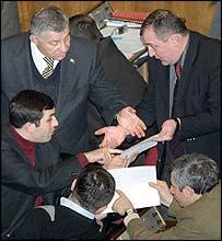 Georgian MPs debate the troop resolution