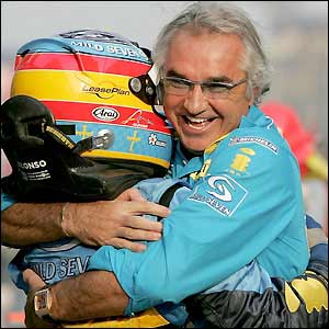 Flavio Briatore embraces Fernando Alonso