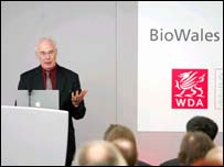Sir Martin Evans gives a presentation on Embryonic Stem Cell Research