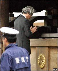 Japanese Prime Minister Junichiro Koizumi prays at the Yasukuni shrine in Tokyo