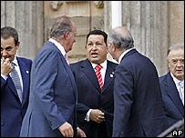 De izquierda a derecha: José Luís Rodríguez Zapatero, Rey Juan Carlos de España, Hugo Chávez, Ricardo Lagos y Jorge Sampaio