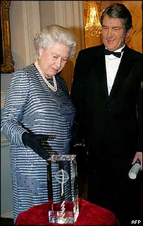 Queen Elizabeth II and Viktor Yushchenko