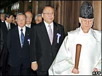 Shinto priest leads MPs after visit to shrine
