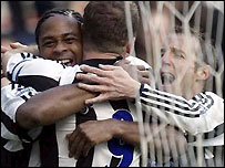 Patrick Kluivert (left) celebrates his goal with Alan Shearer and Lee Bowyer