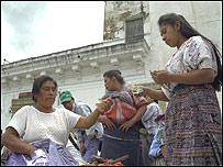 Mujeres en un mercado en Guatemala