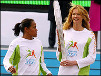 Cathy Freeman and Elle McPherson with the baton