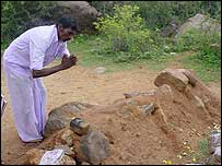 Offerings at Veerappan's grave