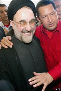 El presidente de Venezuela Hugo Ch�vez y su hom�logo de Ir�n, Mohammed Jatam�