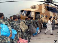 Pakistani soldiers bound for the quake zone