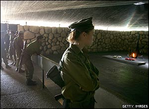 Israeli soldiers gather in the Hall of Remembrance
