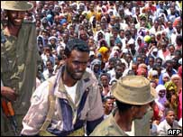Crowds protest in Mogadishu about the arrest of Col Abdi Qeybdid in Sweden