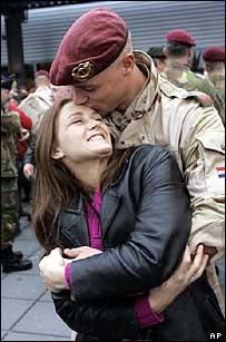 Dutch soldier returns home from Iraq
