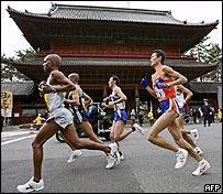 Marathon runners, AFP