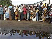 Liberians queuing to vote