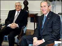 Palestinian leader Mahmoud Abbas [L] and US President George W Bush in the Oval Office on 20 October