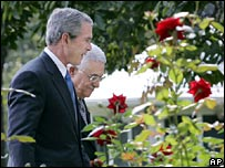 US President George Bush with Mahmoud Abbas in the White House Rose Garden