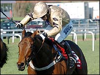 Graham Lee pushes Inglis Drever on to victory