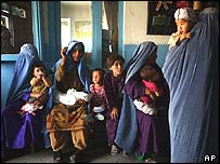 Afghan women queue to have their children vaccinated against polio